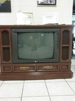 Zenith Floor Model Oak Cabinet Tv